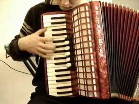 How to play La valse d Amelie on accordion