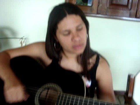 Aprendendo a tocar violão