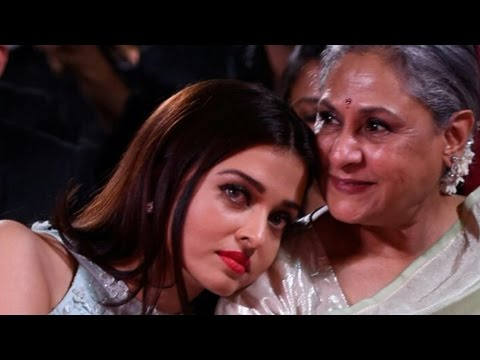 Aishwarya Rai Bachchan CRYING On Jaya Bachchan's Shoulder | Candid Photo | Bollywood Unseen