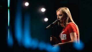 Astrid S - «Breathe»– live on Skavlan | SVT/NRK/Skavlan
