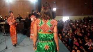 samia hennous défilé  à l'occasion  de yennayer sur la robe kabyle à ouadhia