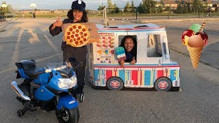 Police Pizza Delivery to Ice cream Truck!! Kids pretend play compilation
