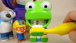 Brush teeth play with Pororo Larva toys