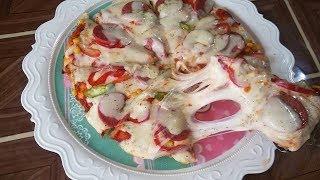 بيتزا المقلاية بالسجق بالعجينة الايطالية الاصلية  بدون فرن  سريعة التحضير طيب المذاق ( الحلقة 90 )