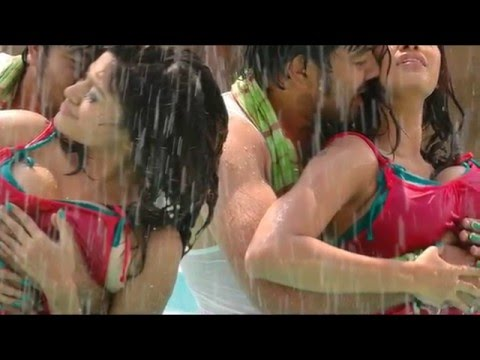 Oviya Cleavage Pooping Out Pressed by actor while song shooting