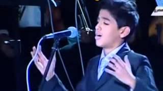 بكاء شديد جدا وانهيار احد امهات الشهاء اثناء غناء طفل لاغنية ابن الشهيد     مؤثر جدا