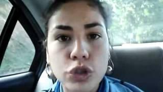 Mujer imita forma de hablar de diferentes países y en varios idiomas