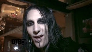 Motionless In White - BUS INVADERS Ep. 863