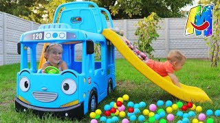 Melissa and Artur playing with Tayo little bus / The wheels on the bus / Video by Melliart