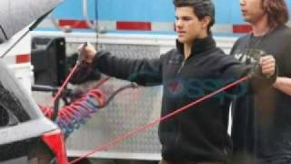 Taylor Lautner working out on the New Moon Movie set