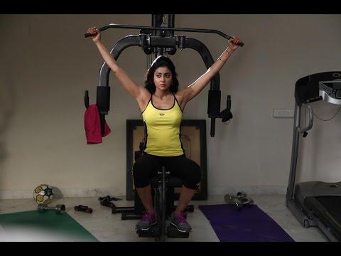 Shriya workout in gym Latest Video
