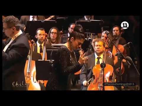 Mon Laferte Tormento junto a Orquesta Filarmónica de Bogotá Plácido Domingo en Chile