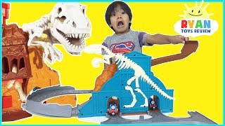 THOMAS & FRIENDS Take N Play Roaring Dino Run Toy Trains Playset with Ryan ToysReview