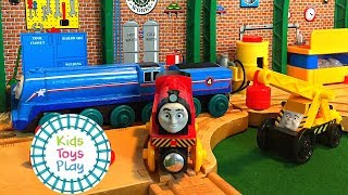 Thomas and Friends Wooden Railway Halloween Special   Shooting Star and the Halloween Costume Parade