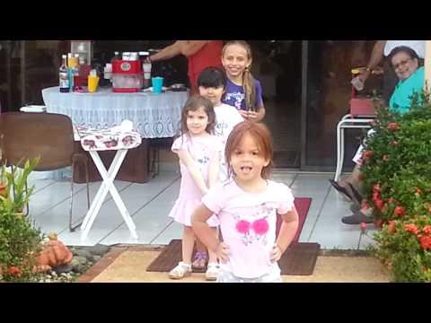 ninas modelando fiesta titi Helen 030814
