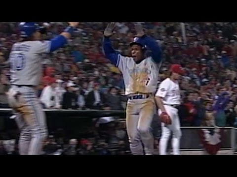 1993WS Gm4: Jays rally for six runs in 8th, take lead