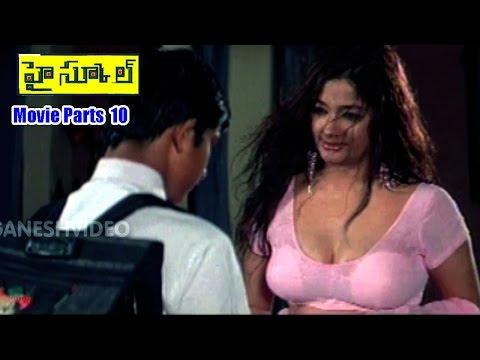 Kiran hot mallu aunty showing boobs and navel and cleavage| Mastuu Maya