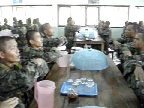 ทหารไทยกว่าจะรับประทานอาหารได้.MPG