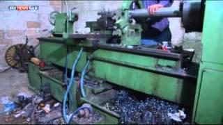 حمصيون يحترفون صناعة الصواريخ