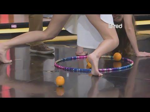 Camila Stuardo descalza en juegos grupales Pies desnudos