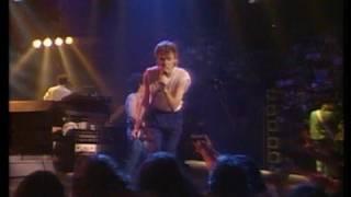 Daryl Hall & John Oates - Maneater (LIVE)