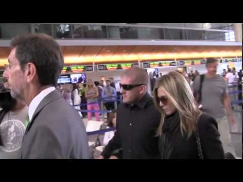 Xxx Mp4 Jennifer Aniston Arrives At LAX Before Heading To London In Order To Promote Her New 3gp Sex