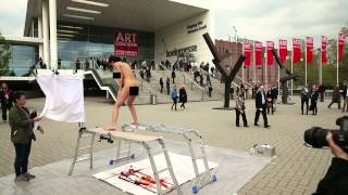 """The """"PlopEgg"""" Painting Performance #1 (Art Cologne 2014)"""