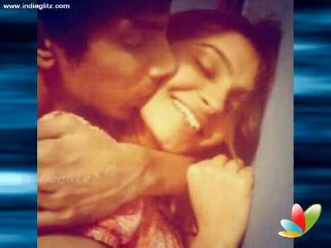 Anirudh Andrea share lip lock. Photo leaks and leads to love story rumors!