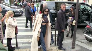 EXCLUSIVE - Cara Delevingne, her girlfriend St Vincent and Kendall Jenner lunch at l'Avenue in Par