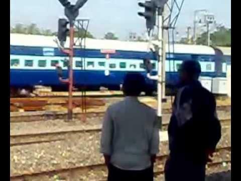 18645 East Coast Express Curving into Santragachi (4 3A Coach)