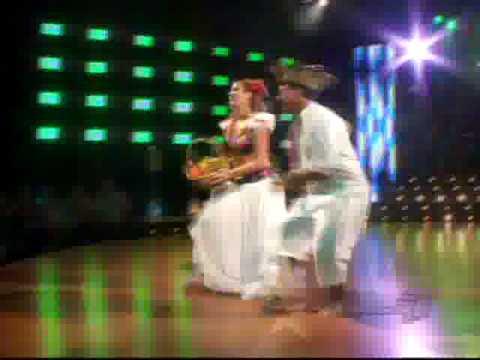 Viviana Calderon y Franklin Calderon bailan Calypso