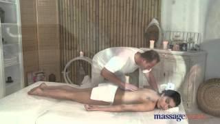 Masaje muy erótico que acaba muy bien.