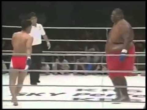 Lutador de 300kg contra um de 75kg INCRIVEL