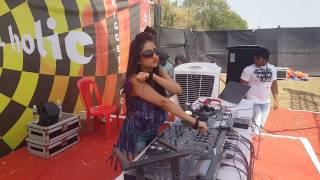 WHEN DJ SHIREEN PLAYED HER TAMMA TAMMA MASHUP for 1st time .AWESOME RESPONSE