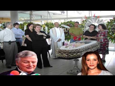 Karla Alvarez se atragantó con unas quesadillas version de Antonio D Agostino parareja de la Actriz