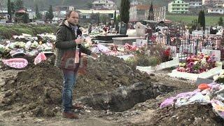 A1 Report - Në Sharrë të vdekurit po varrosen rrugëve, edhe Sokol Olldashi