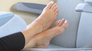 COUGAR aux pieds nus