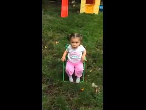 Little girl doing the ice bucket challenge (FUNNY)