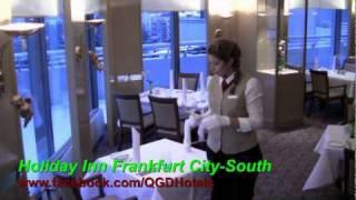 Tisch eindecken - Azubis des Holiday Inn Frankfurt City-South erklären wie es geht...