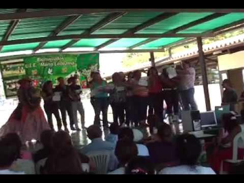 Un grupo de docentes con el baile de la Burriquita