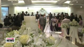 Less Korean women consider marriage essential 미혼여성 절반