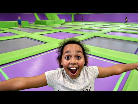 TRAMPOLINE PARK CHALLENGE! Toys AndMe Family Fun video