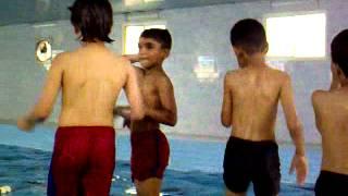 الاولاد في المسبح 15