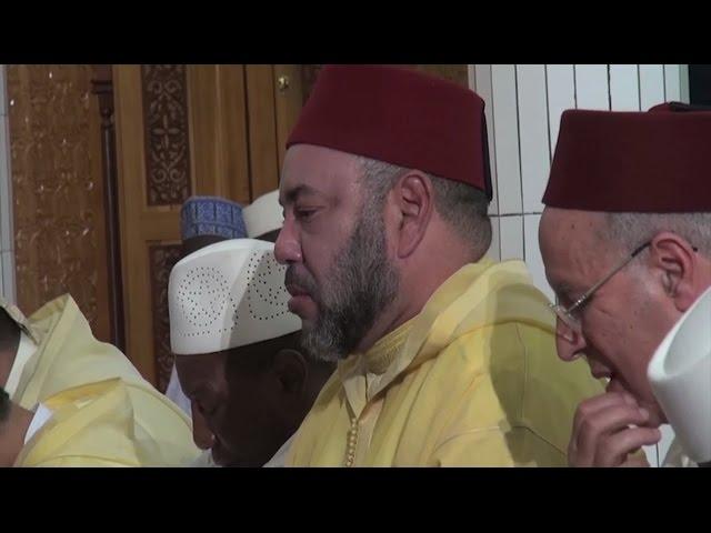 Le Roi Mohammed VI à la Grande Mosquée de Conakry