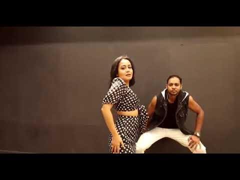Ankh mare  gane par recording dance by neha kakar