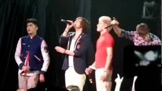 One Direction sings What Makes You Beautiful :) Detroit, MI
