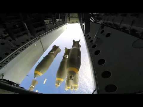 Bombardıman uçağının 20 ton bomba bırakma anı