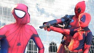 SPIDER-MAN vs DEADPOOL Comic Con Takeover in NEW YORK!!!