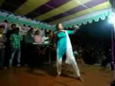 sexy bangladeshi girl dancing on the stage.......