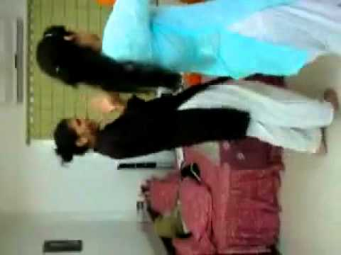 SEXY LAHORE SCHOOL GIRLS HD _SHOWING HER HIP 02
